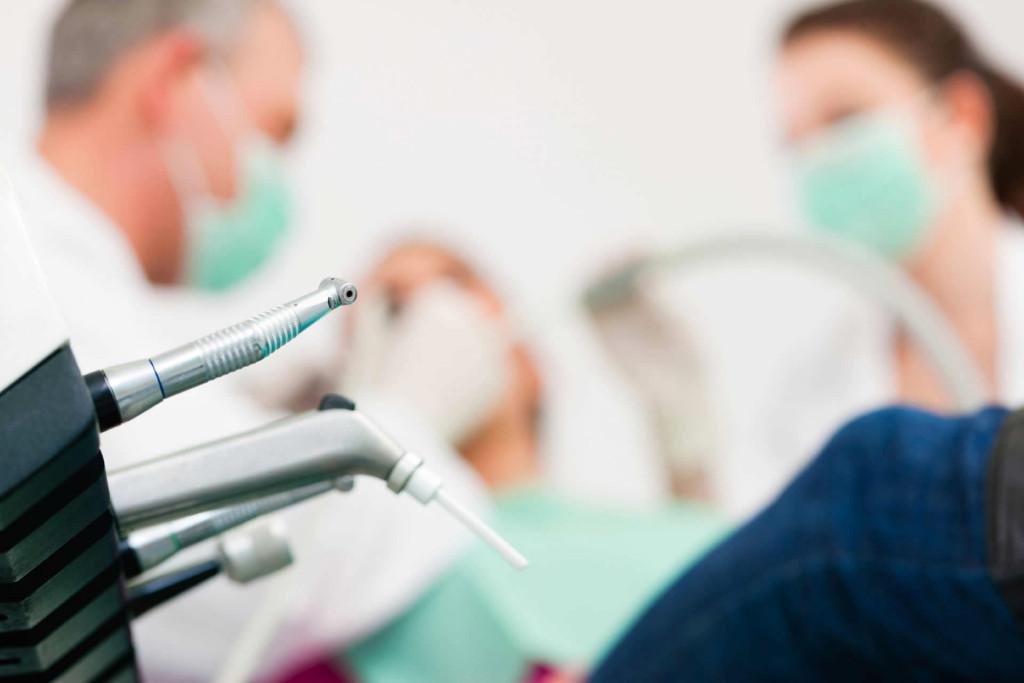 Denunciato falso dentista a Brescia